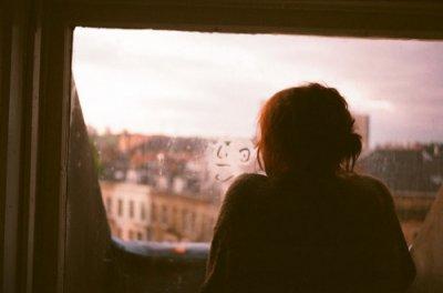 """""""On peut vouloir détester quelqu'un, mαis simplement ne pαs en αvoir lα force cαr on tient trop α cette personne. »"""