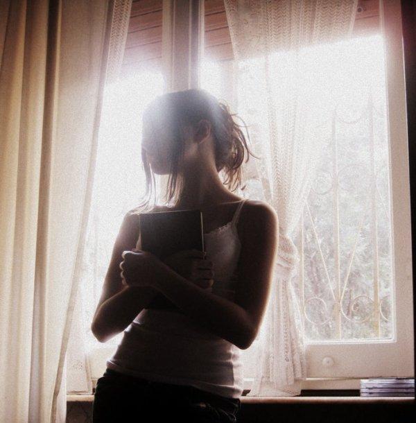 يبدو أنني نجحت في إخفائكـ دآخل قلبي لدرجة أن لــآ أحد يعلم بوجودكـ حتى [ أنت ]!