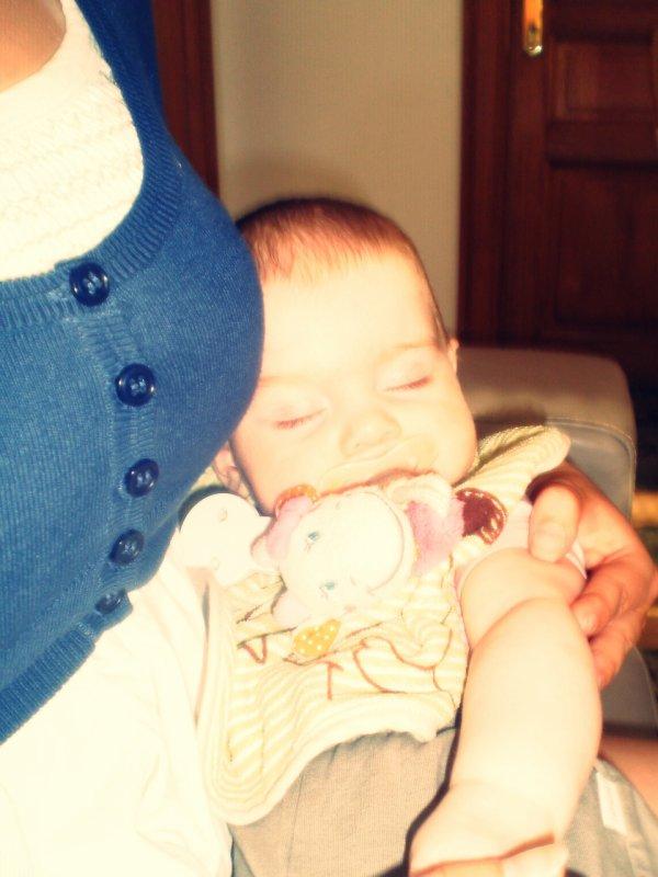 ~ Un enfant porte le soleil dans ses yeux, la joie dans ses gestes et dans ses paroles et l'amour d'une mère en soit... L'Amour qu'une mère porte a son enfant et plus fort que tout... <3