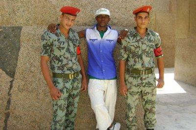 tu ces soldats c'est sont mes securité qui m'occupé en egypte