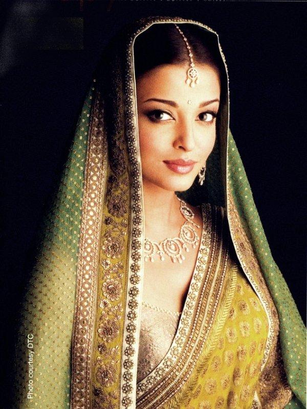 Aishwarya & Big B pour Kalyan Jewellers ? Picture : Nakshatra Ad