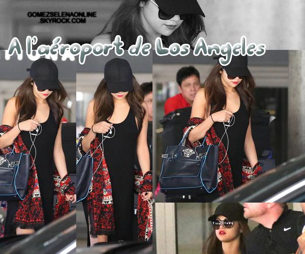 Retour à Los Angeles après plus un mois loin de sa famille *clique ici*