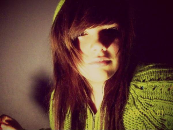 Deux heures du matin et j'aimerais pouvoir dormir , t'es dans ma tête comme une chanson à la radio.