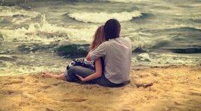 """Pourquoi une fille baisse-t-elle les yeux quand un garçon lui dit """" Je t'aime """" ? Parce que c'est tellement rare qu'elle vérifie si elle a bien les pieds sur terre ♥"""