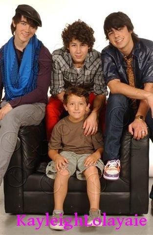 Les Jonas Brothers et leur petit frère Frankie