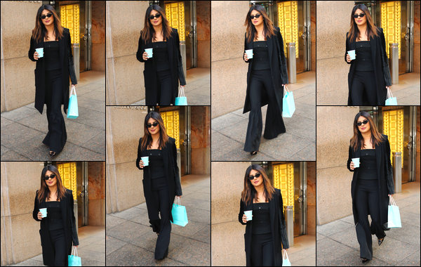 06/02/19 : Priyanka Chopra quittait « Tiffany & Co », à New York (NY). Priyanka portait de nouveau une tenue total black !