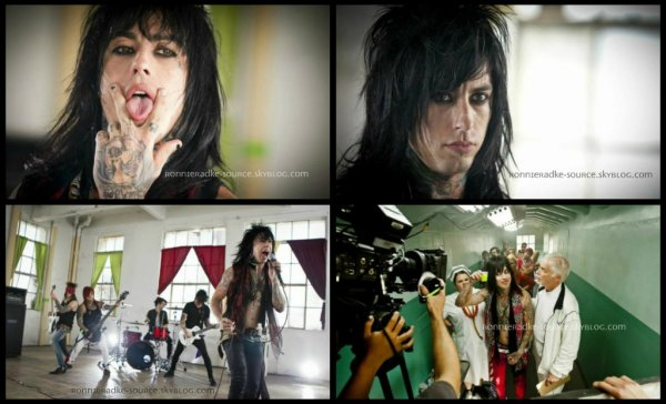"Photos promotionnels du teaser du clip ""I'm not a Vampire""."