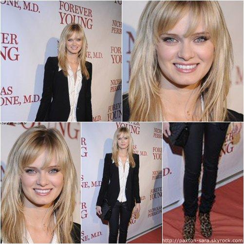 """Le 18 novembre Sara était  à Beverly Hills pour le Perricone's """"Forever Young"""" Book Launch Party.    J'aime la façon dont ette est habillé à part les chaussures."""