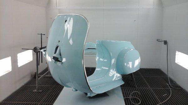 La voila dans son bleu Gulf racing, c est une teinte très zen et rétro.