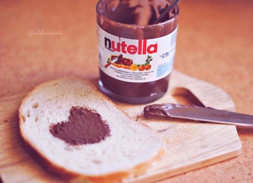 C'est bon le nutella ... *.* ♥
