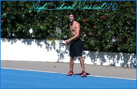 Zac qui fait du tennis pendant que Nessa traîne dans NY ...