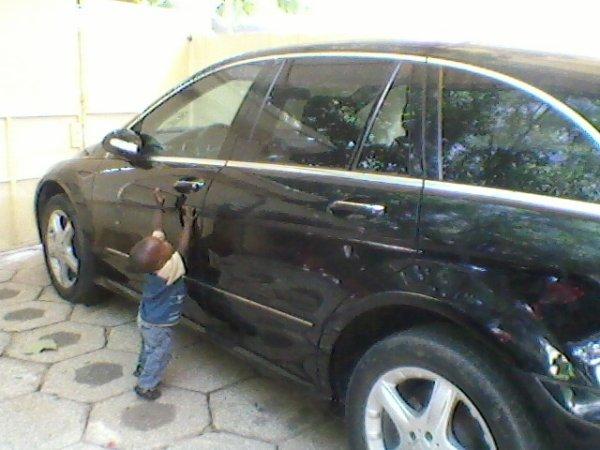 mon fils entrein d'ouvrire ma voiture