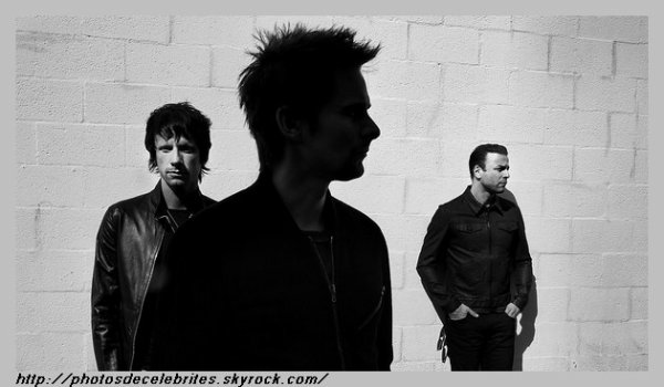 "PAROLES &  TRADUCTION DES TITRES DE L'ALBUM ""DRONE"" MUSE"