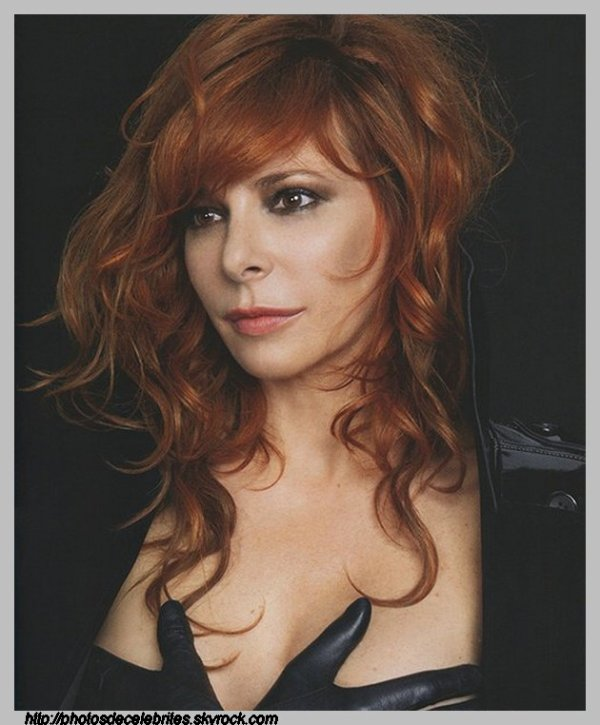 "PAROLES DES TITRES DE L'ALBUM ""INTERSTELLAIRES"" DE MYLENE FARMER"