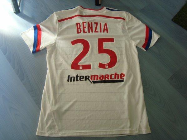 Maillot porté par Yassine Benzia avec Lyon