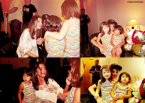 ♥ candids  : Justin et Selena Gomez à l'aéroport KLIA, Asie  jelena rénuie !