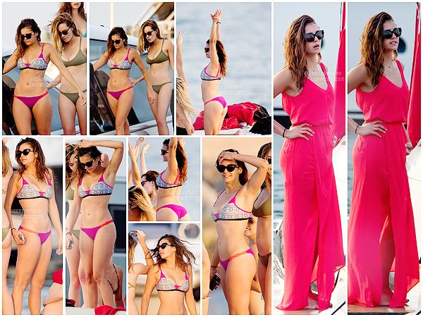 . _________20 Juillet 2015 - Nina sur un Yacht à St Tropez avec ses amies! ________━  ━  ━  ━  ━  ━  ━  ━  ━  ━  ━  ━  ━   ━  ━  ━  ━  ━  ━  ━  ━  ━  ━  ━  ━  ━  ━   ____________Nina est magnifique sur ces clichés ! Elle s'affiche avec des abdos et un magnifique maillot! Une tenue top!     .