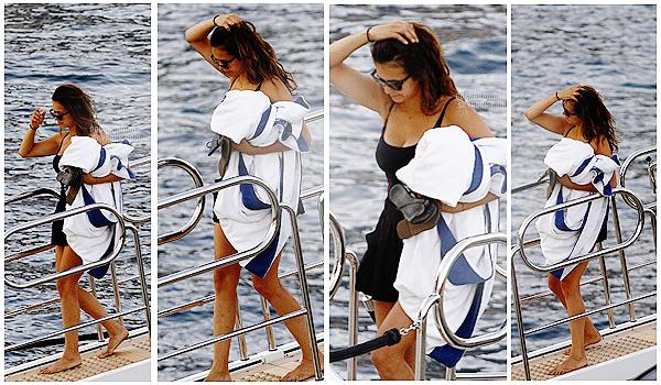 . _________26 Juillet 2015 - Nina avec son boyfriend profitant de ces vacances à Monaco! ________━  ━  ━  ━  ━  ━  ━  ━  ━  ━  ━  ━  ━   ━  ━  ━  ━  ━  ━  ━  ━  ━  ━  ━  ━  ━  ━   ____________Nina toujours en compagnie de son amoureux, profitant du soleil! De merveilleux clichées qu'on a là, c'est donc top!     .