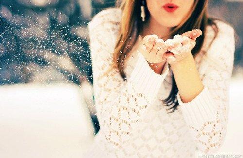 •Je suis prête à t'attendre pendant un temps démesurément long, le temps que tu comprennes. Je suis prête à sacrifier toute ma vie pour juste un jour apprendre que enfin, le déclic est arrivé. Pour juste entendre dire que tu tiens à moi, que c'est clair aujourd'hui, et que la seule personne qui a toujours été là pour toi et que tu veux à tes côtés pour réaliser tes rêves et pour te relever quand tu tombes, c'est moi. Je suis prête à passer à côté d'un nombre de choses et d'un nombre de gens ridiculement énorme, juste pour être certaine que jamais je ne passerai à côté de toi.