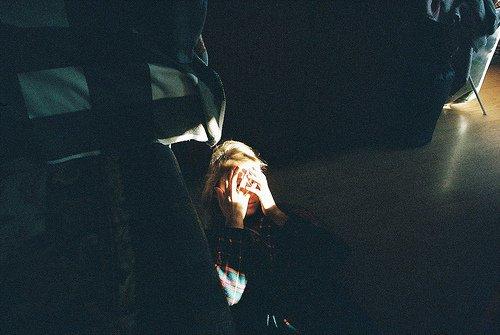 Elle riait comme quelqu'un qui avait sérieusement réfléchi à la vie et qui avait compris la blague.