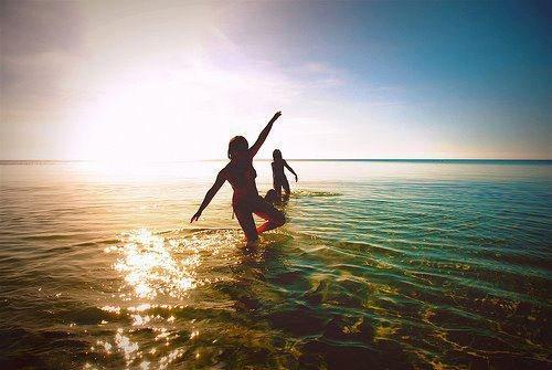 Vous avez tort de croire que la joie de vivre tient principalement aux rapports humains, vous vous trompez. Dieu en a mis dans tout ce qui nous entoure, on en trouve dans chaque détail, chaque petite chose de la vie quotidienne. Pour percevoir ces choses là, il suffirait de changer de point de vue.