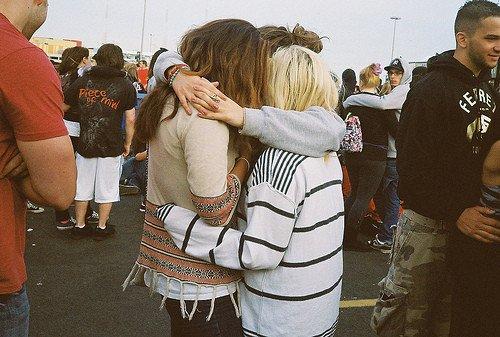 Nous ne sommes plus les mêmes cette année que l'année dernière. Ceux que nous aimons non plus. C'est un heureux hasard si, en changeant, nous continuons à aimer ceux qui ont changé.