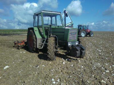 tracteur entrins de déchaumer