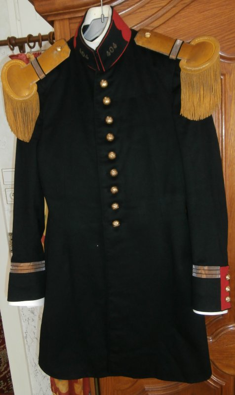 uniforme modéle 31 d'un capitaine du 404 Régiment d'artillerie antiaérienne