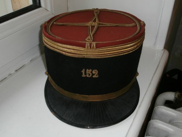 suite képi de capitaine du 152éme Régiment d' infanterie  de Colmar