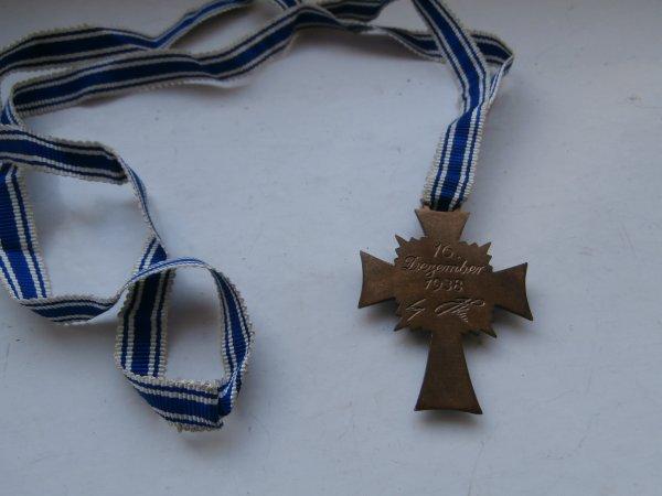 croix des méres Allemande bronze (voila la derniére maintenant j'ai les 3 croix)