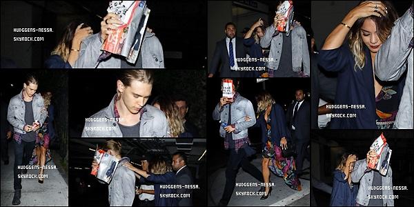 06. 08 . 14 : Vanessa a été vue alors qu'elle se rendait dans un restaurant situé dans Los Angeles. En fin de journée, Nessa a retrouvé son chéri, Austin Butler, pour un dîner en amoureux. TOP pour sa tenue !