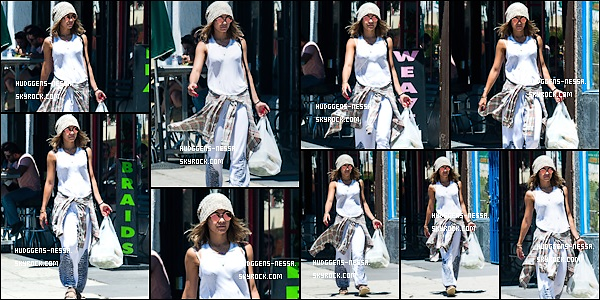 """15. 08 . 14 : Vanessa Hudgens a été aperçu sortant de chez """" Breakroom Cafe"""" dans - Studio City. J'aime beaucoup sa tenue surtout sont bonnet ! Un petit top pour miss Nessa !"""