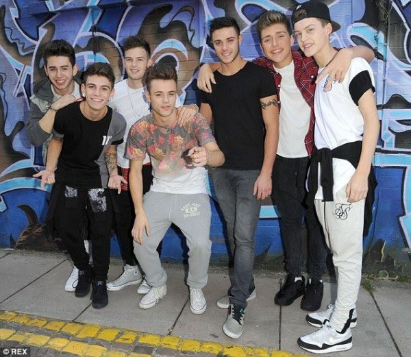 Stereo Kicks effrayants et sexy, ils reprennent Rock Your Body sur X Factor UK 2014