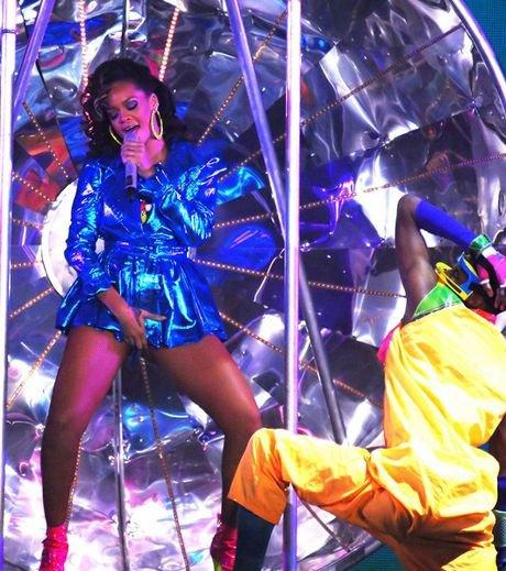 Rihanna : Ultra-sexy sur scène à Liverpool !