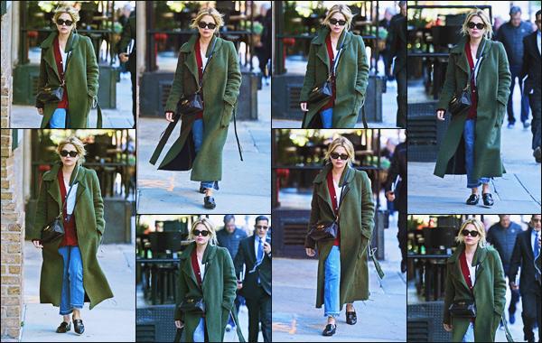 - ''•-19/10/18-'  Ashley Benson a été aperçue alors qu'elle se baladait dans les rues de New York City, Californie. La jeune actrice Ashley portait une tenue simple et décontractée, qui lui allait plutôt bien, c'est donc un top pour cette fois ! Et vous, quel est votre avis ? -