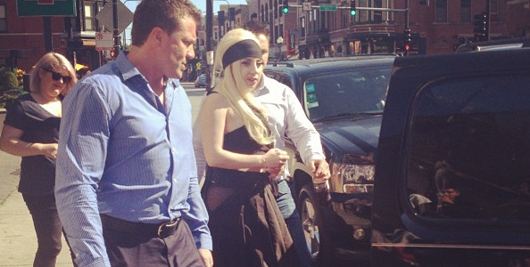 LADY GAGA PHOTOGRAPHIER DANS UN RESTAURANT A CHICAGO
