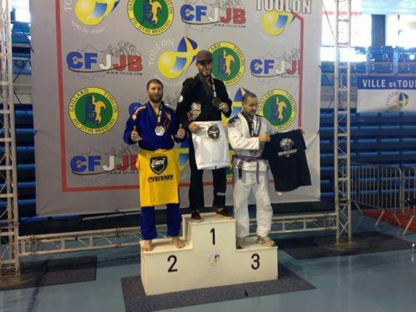 Une 3 éme place sur le podium pour la team Mhiyaoui à la compétition CFJJB de Toulon