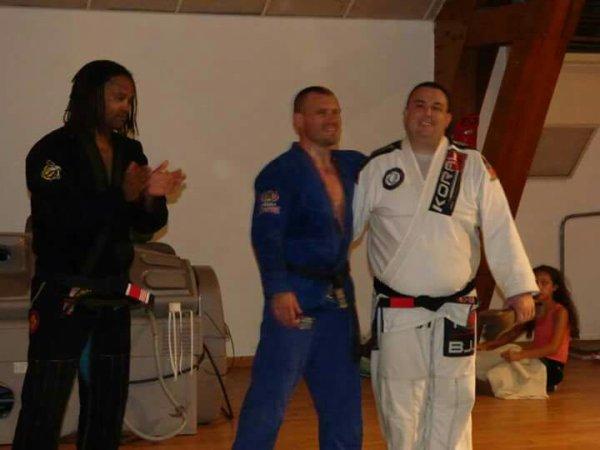 Félicitations à Julien Genin qui reçoit sa ceinture noire...