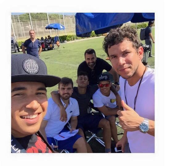 Neymar avec ses amis et son frère tout à l'heure ?