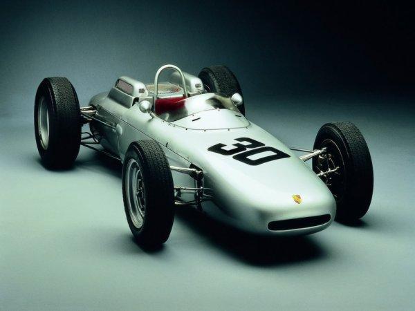 voila une très belle voiture :)