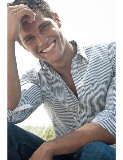 Tout pourrait s'écrouler, il me suffit de voir ce sourire pour savoir pourquoi je continue d'exister..