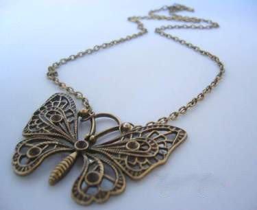 Le Collier Papillion.