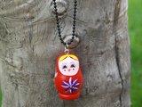 collier poupée russe