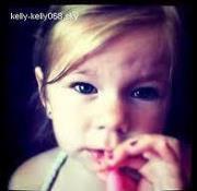 Alanna sa fille de bientot 3 ans . Trop mignonne !