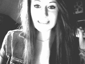 C'est moi là : la fille qui sourit bêtement oui c'est moi : Mégane.