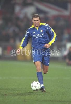 ff75ef966 Zidane Juventus Turin 1997-1998 en Ligue des Champions - Retour en ...