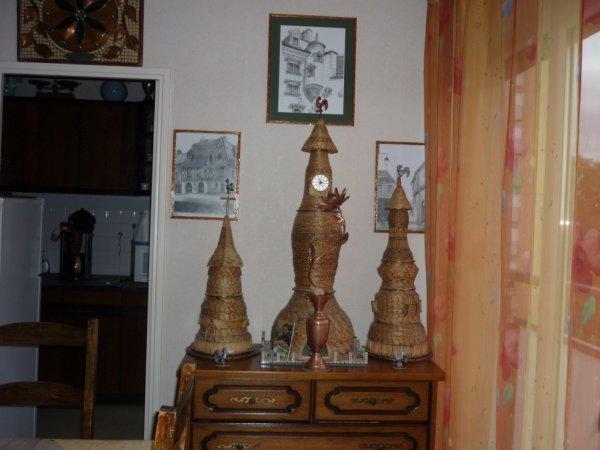 maquettes en allumettes avec fleurs en cuivre ,avec tableau fait au crayon par une artice en fond d'image!!!