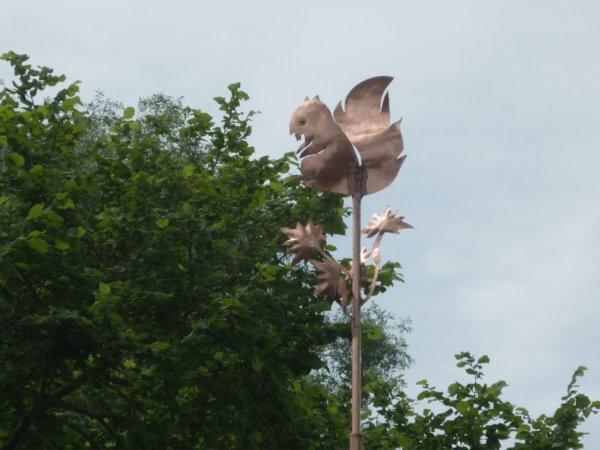 Girouette en cuivre avec feuilles sur cabane de jardin!!!