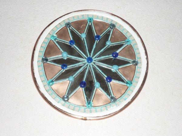 plateau décoratif miroir cuivre galet de verre et cintrage en cuivre ! pour un couvreur