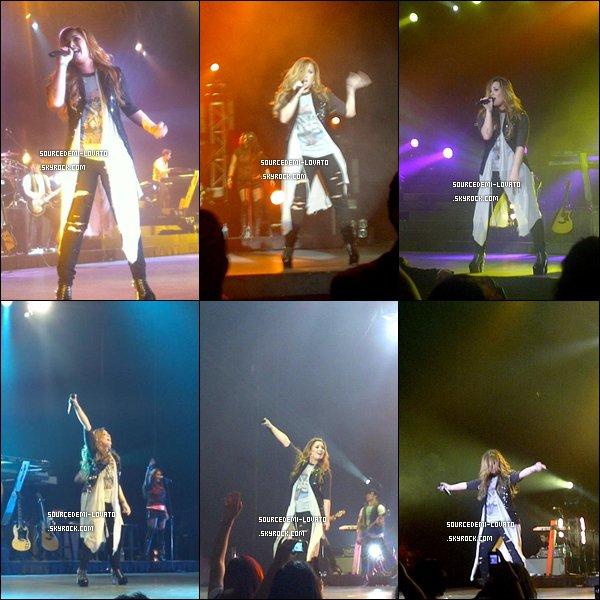 . Le 02/05/12/. Demi fait un concert, au Mexique.